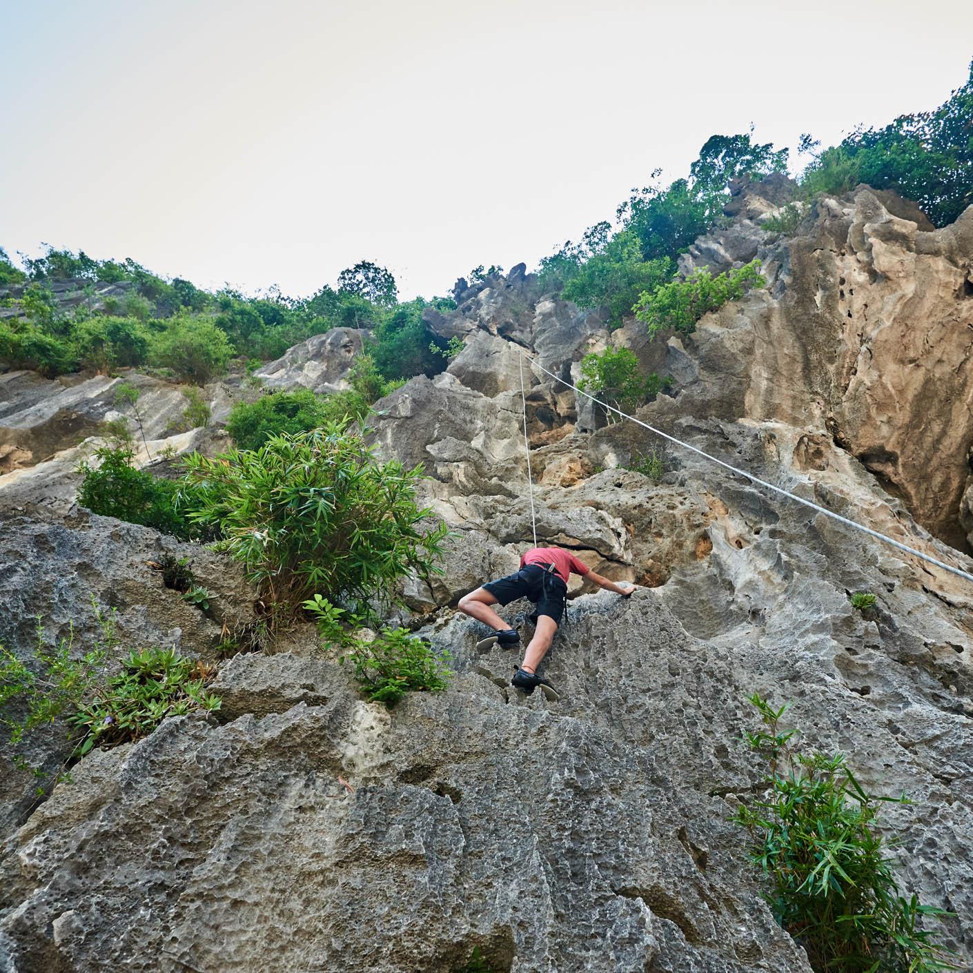 Thailand Service climbing