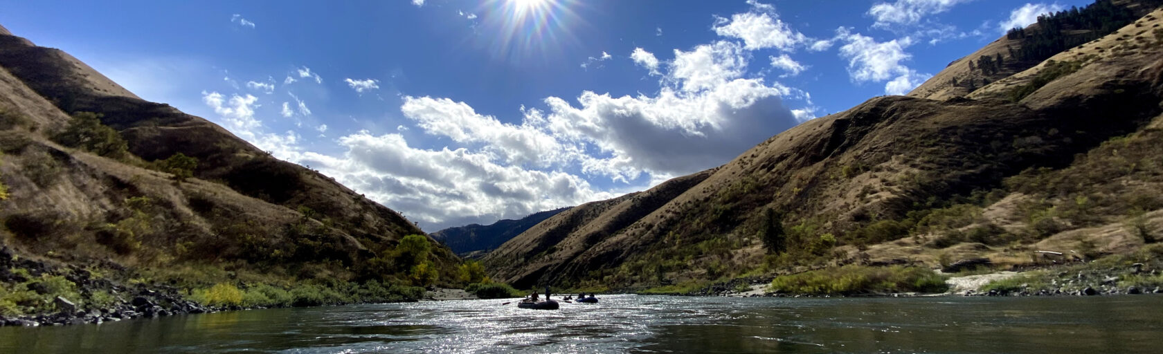 Raft going down the Salmon River